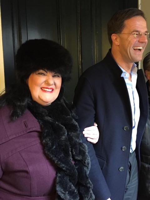 https://regentenkamer.nl/wp-content/uploads/2018/01/Mark-Rutte-en-Astrid-van-Helden-foto1-Fotograaf-Anne-Stokman.jpeg